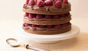 Gâteau au chocolat, fève tonka et framboise