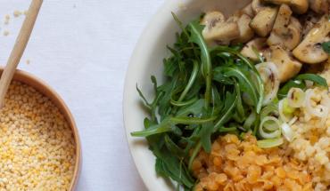 Buddha Bowl aux perles de blé dur et champignons