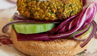 Recette de burger de millet au chou rouge