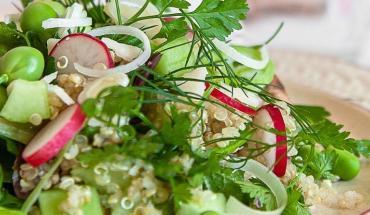 Recette de salade de quinoa aux petits pois et épinards