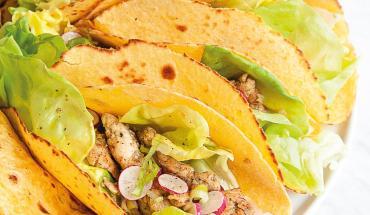 tacos de maïs poulet et radis